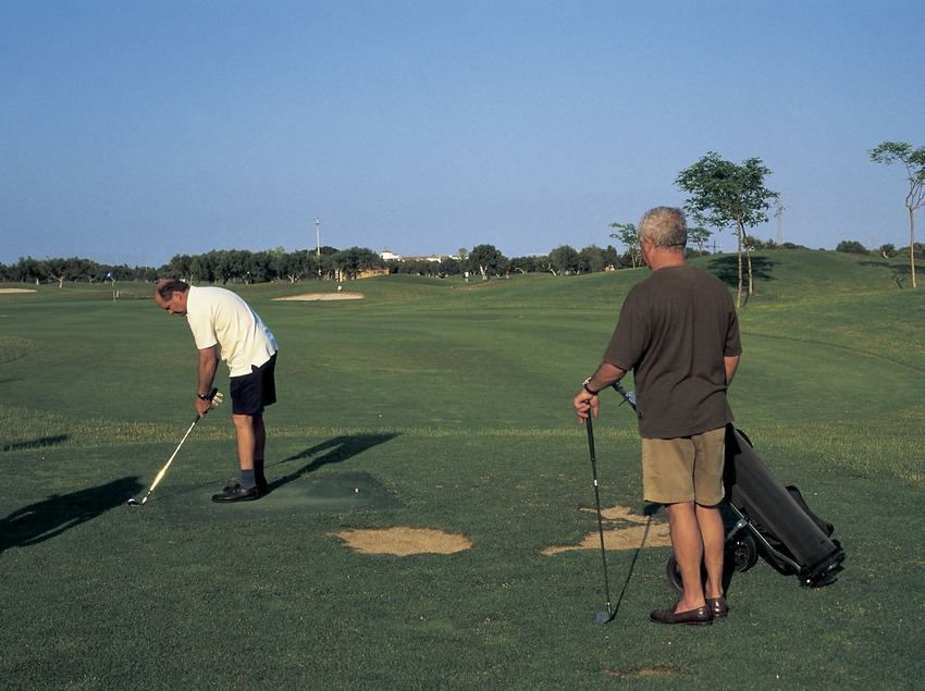 Игроки на поле для гольфа (Oriol Llauradó)