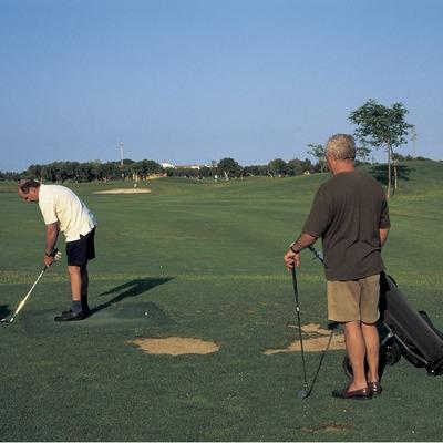 Jugadores en un campo de golf (Oriol Llauradó)