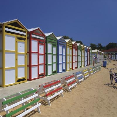 Casetes de banyistes a la platja de Sant Pol (S'Agaró)  (Lluís Carro)