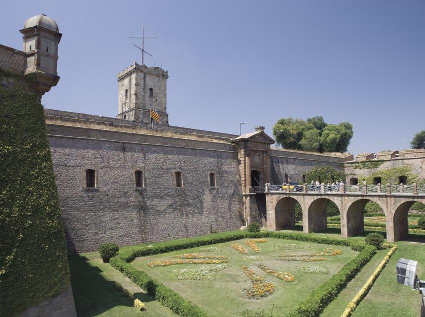Fossé d'entrée du château de montjuïc.  (Nano Cañas)
