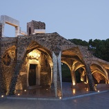 Cripta Gaudí de noche