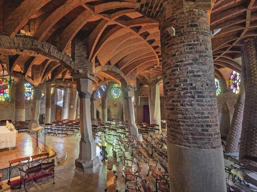 Vistas interiores de la Cripta Gaudí de la Colònia Güell