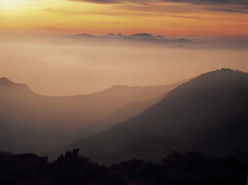 Le Pla de la Calm, avec au fond le massif de Montserrat  (Kim Castells)