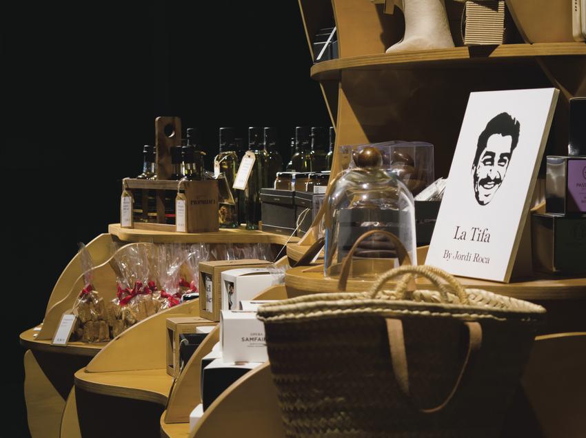 Detall botiga a l'espai gastronòmic Òpera Samfaina