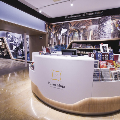 Mostrador de la botiga de productes catalans de Palau Moja