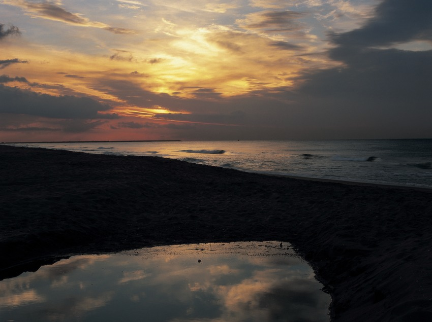 Lever du jour sur la plage.  (Kim Castells)