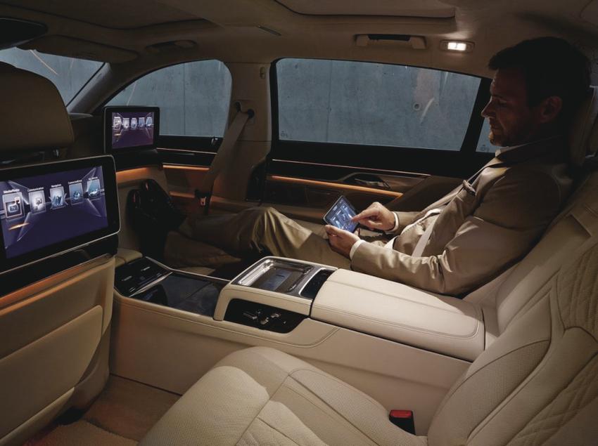 Interior de un coche de lujo