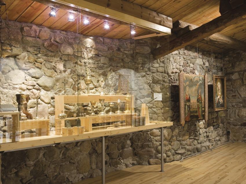 Sala de la colección de Arte Sacro de la Ribagorça, la Iglesia vieja de Assumpció de Santa Maria.  (Nano Cañas)