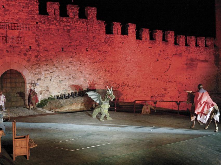 Representación de la leyenda de Sant Jordi durante la Semana Medieval.  (Oriol Llauradó)