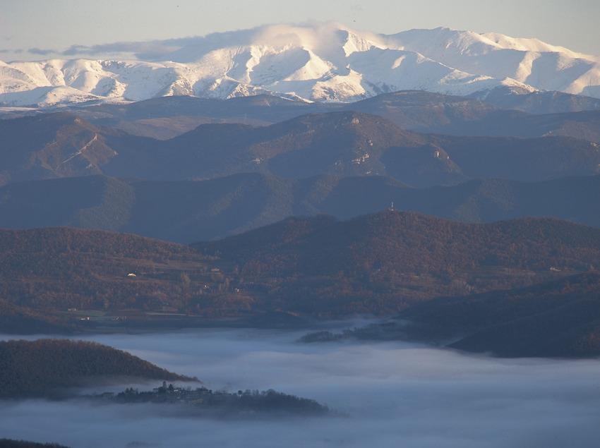 Panoramique de la vallée avec au fond les Pyrénées  (Kim Castells)