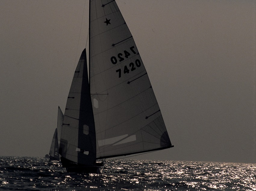 Sailing dinghy (Star class) in a regatta  (Marc Ripol)