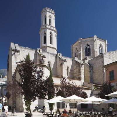 Iglesia parroquial de Sant Pere, en la plaza de Sant Pere.