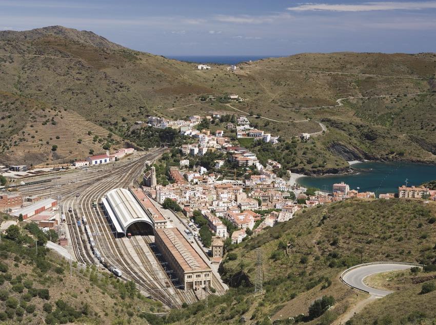 Vue de la localité et du nœud ferroviaire.  (Nano Cañas)