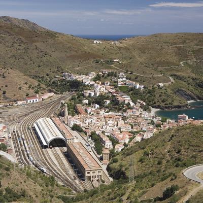 Vista de la localitat i el nus ferroviari.  (Nano Cañas)
