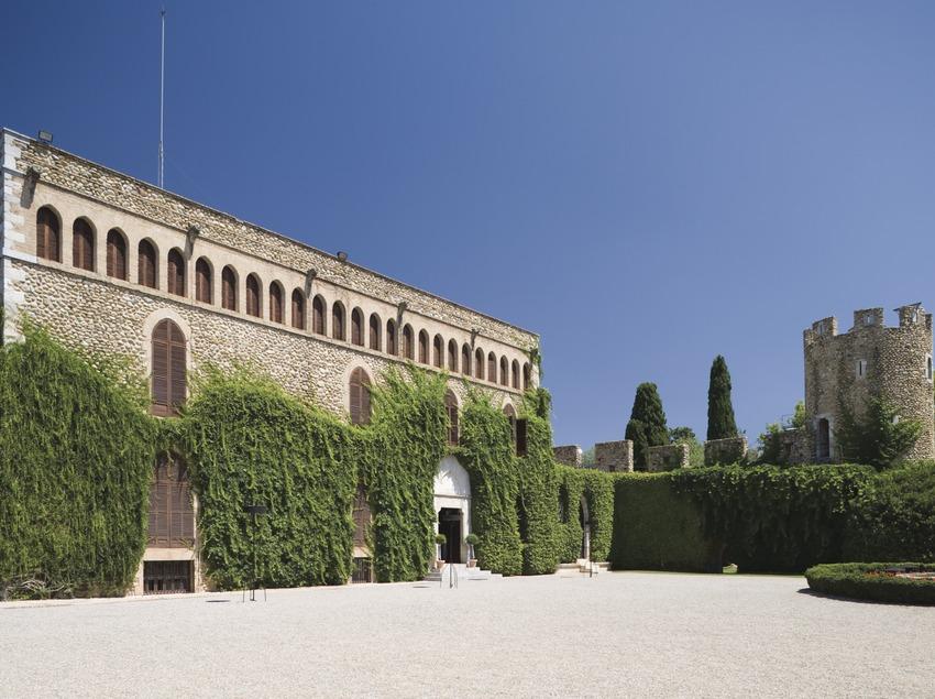 Museum des Castillo de Peralada- Glasmuseum in dem alten Karmelitenkloster.