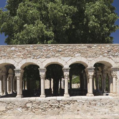Claustro de Sant Domènec en el antiguo convento del Roser dels Agustins.