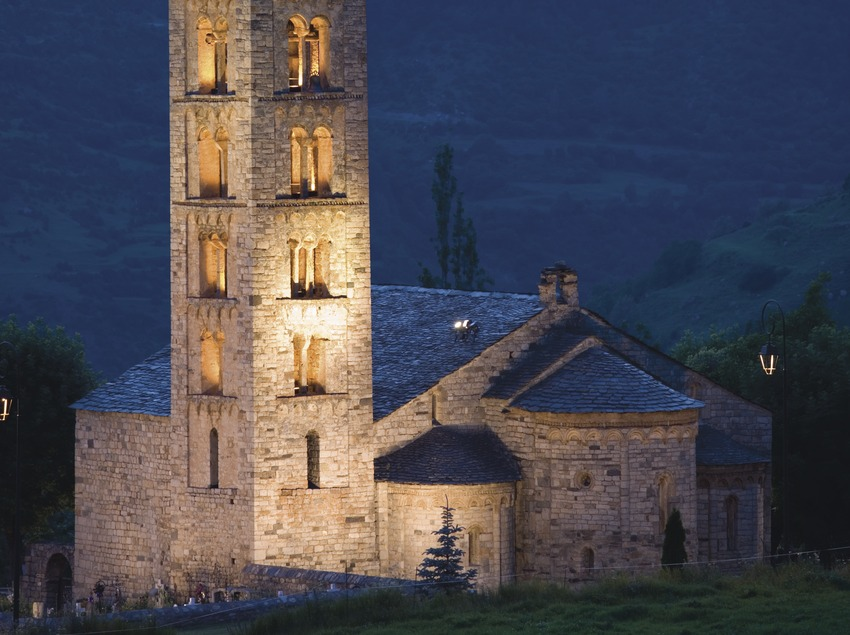 Night view of the church of Sant Climent de Taüll