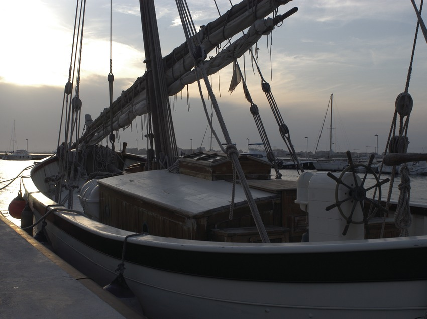 A traditional lateen sailing boat in the port at Roses  (Marc Ripol)