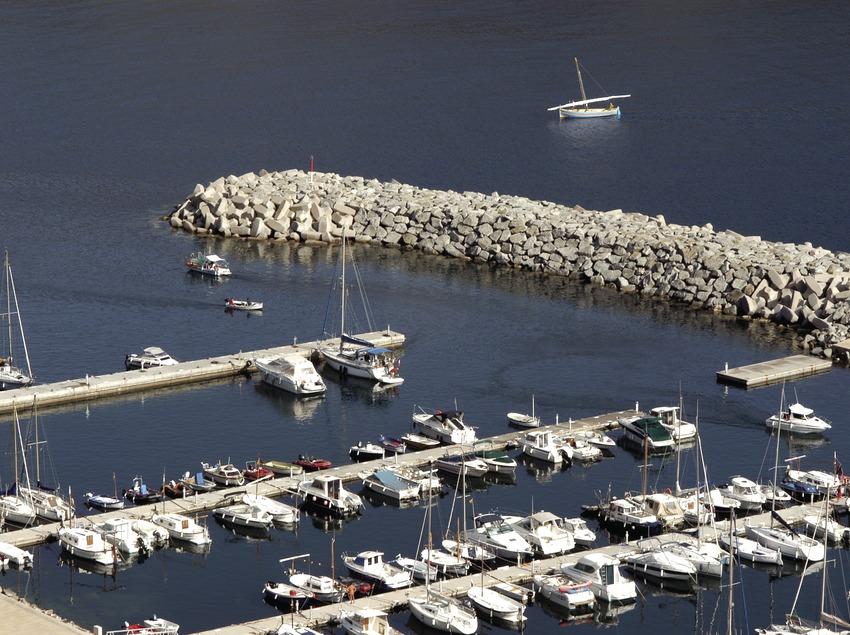 Pantalanes y bocana del puerto deportivo de Portbou  (Marc Ripol)