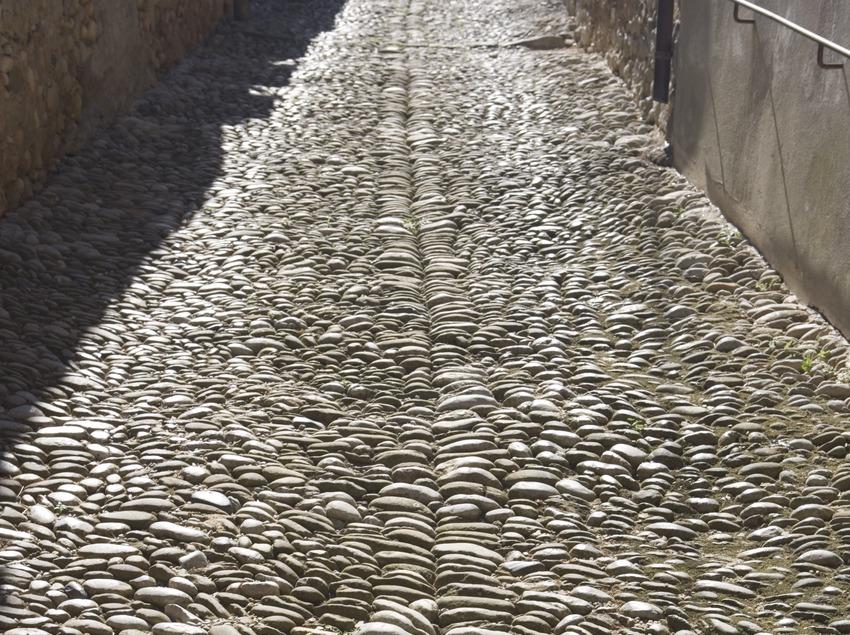 Pebbledash wall in a town street  (Nano Cañas)