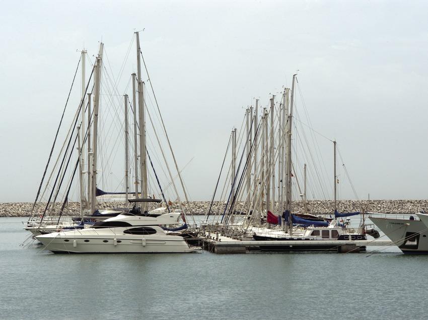 Veleros amarrados en el puerto de Vilanova i la Geltrú  (Marc Ripol)