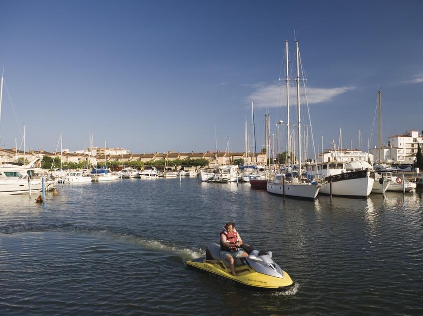 Puerto deportivo Canals de Santa Margarida.