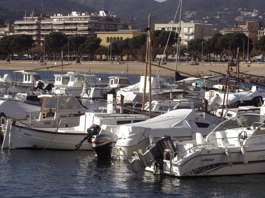 Embarcaciones amarradas en el puerto de Sant Feliu de Guíxols  (Marc Ripol)