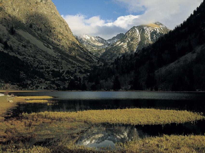 El lago Llebreta en el Parque Nacional de Aigüestortes i Estany de Sant Maurici.