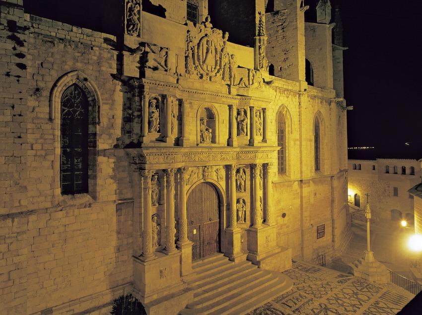 Vista nocturna de l'església de Santa Maria la Major.  (Kim Castells)
