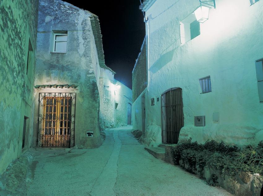 Une rue du quartier du château de nuit.  (Kim Castells)