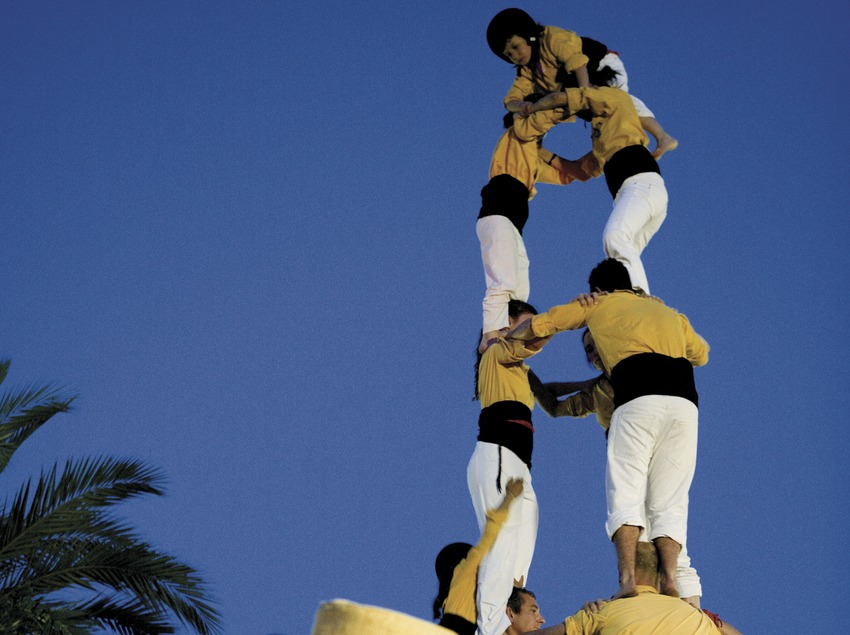 Festa Major de Badalona. Gegant i castell.  (Oriol Llauradó)