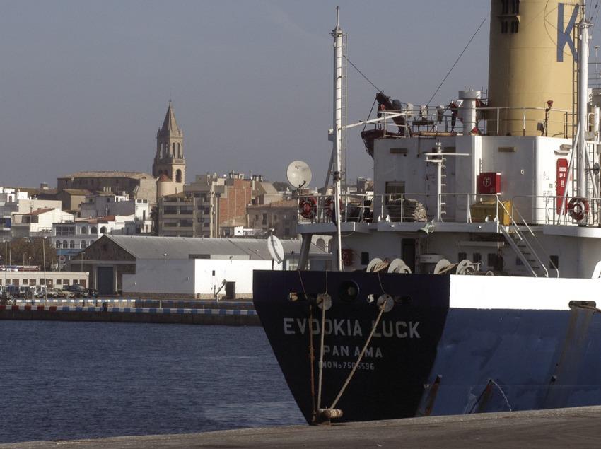 Buque mercante en el puerto de Palamós  (Marc Ripol)