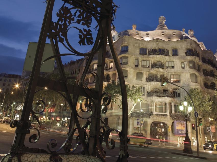 Modernist lamppost in Passeig de Gràcia, with Casa Milà, La Pedrera, in the background.