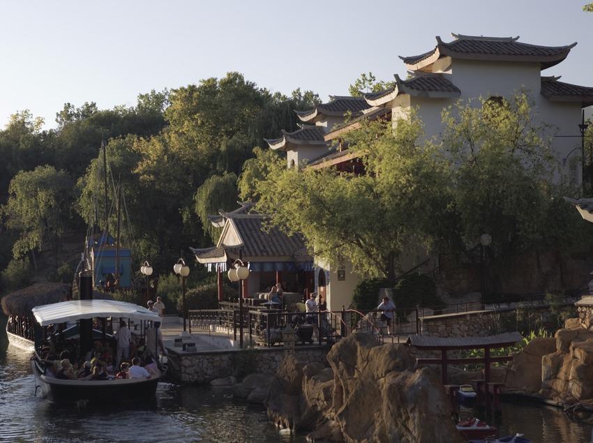 Waitan Port, recreació d'un port xinès a Port Aventura.  (Nano Cañas)