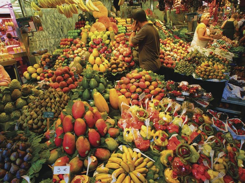 Frutería en el mercado de La Boqueria de Barcelona