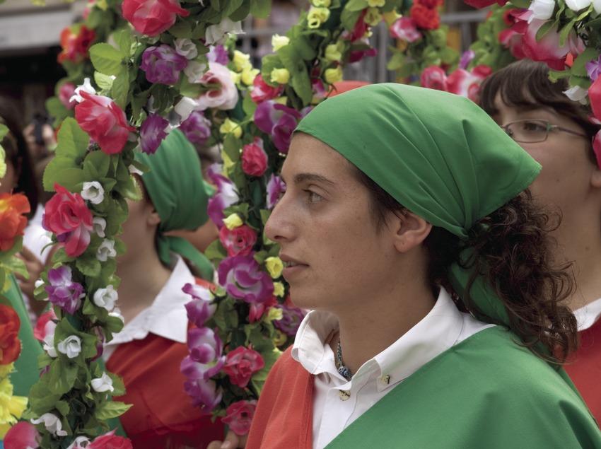 Baile de Cercolets durante la Fiesta Mayor.  (Oriol Llauradó)