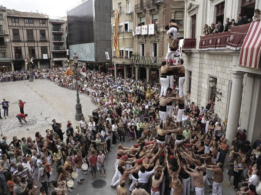 Exhibició castellera durant la Festa Major.  (Oriol Llauradó)