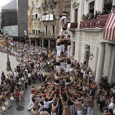 Exhibición castellera (torre humana) durante la Fiesta Mayor.  (Oriol Llauradó)