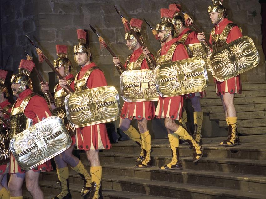 Défilé de manages (armée romaine) le Jeudi Saint.  (Oriol Llauradó)