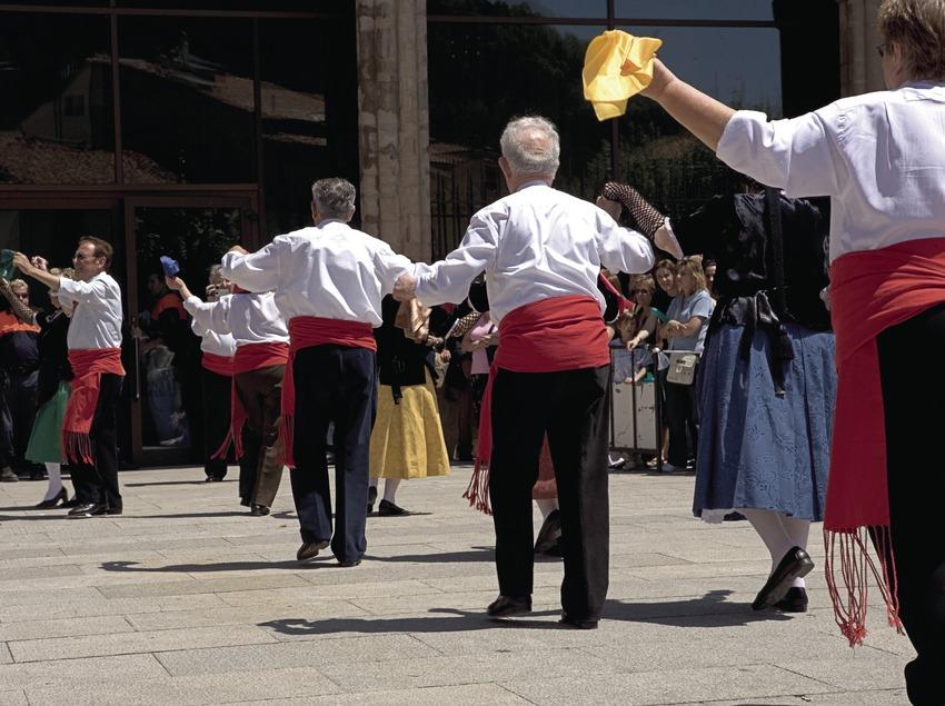 Danses durant la Festa de la Llana i del Casament a Pagès.  (Oriol Llauradó)