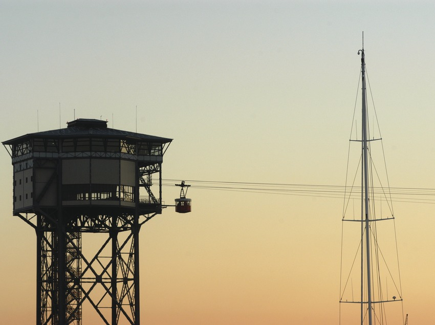 Sant Sebastià tower and the mast of a yacht in the port of Barcelona  (Marc Ripol)