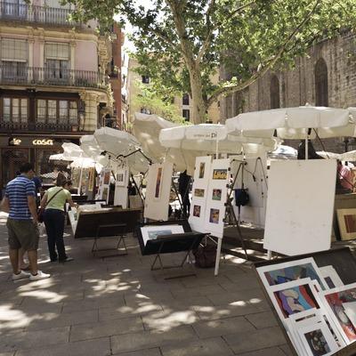 Artistes a la Plaça del Pi.  (Nano Cañas)