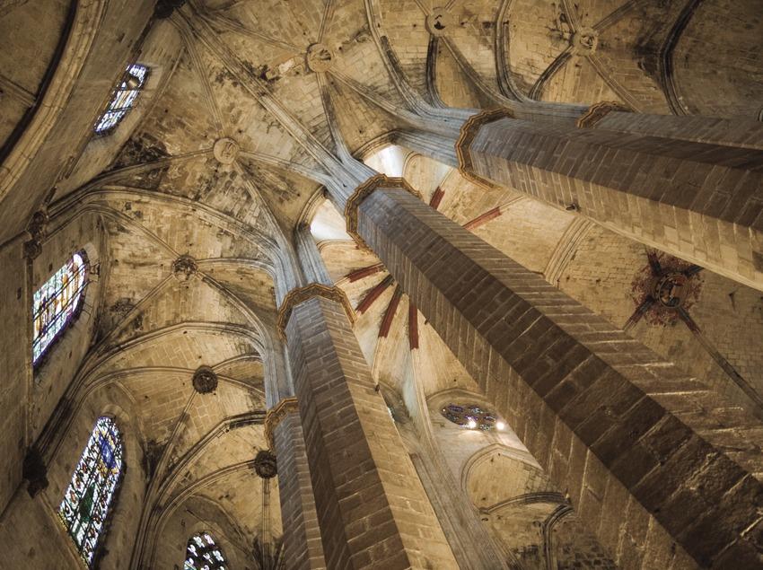 Columnas del ábside de la iglesia de Santa Maria del Mar.  (Nano Cañas)