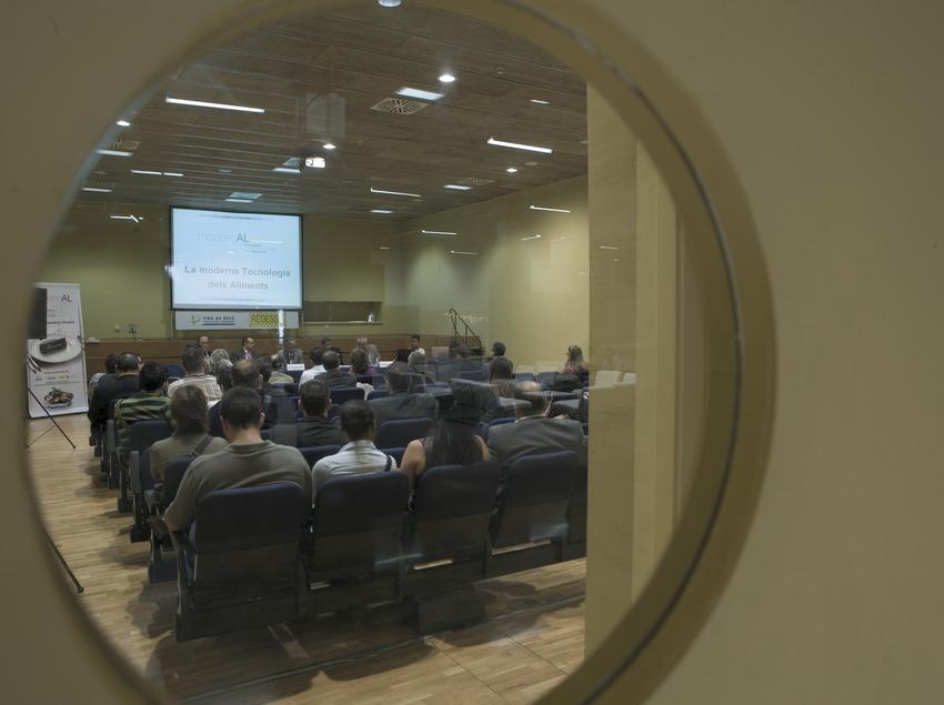 Interior de la sala de conferències de la fira.  (Oriol Llauradó)