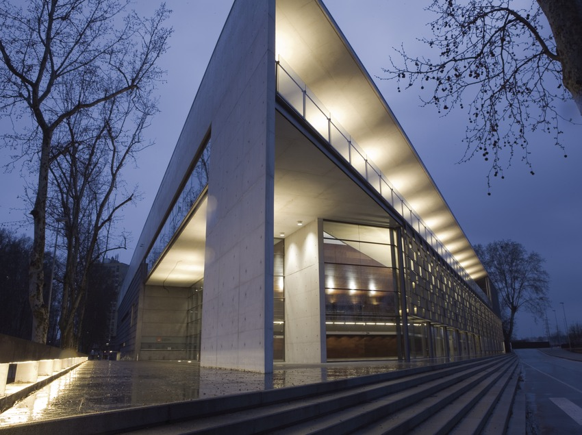 Auditori Palau de Congressos de Girona. Exterior nit.