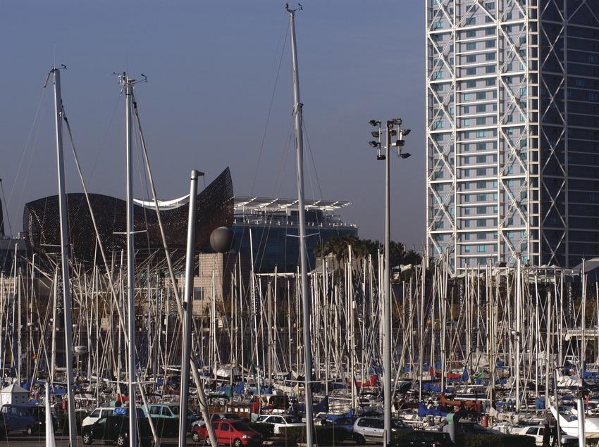 Embarcaciones amarradas en el puerto olímpico de Barcelona  (Marc Ripol)