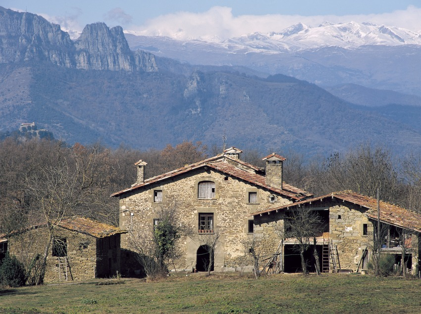 Country house in Falgars d'en Bas with Puigsacalm in the background