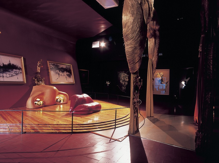 The Mae West room in the Dalí Theatre-Museum.  (Imagen M.A.S.)
