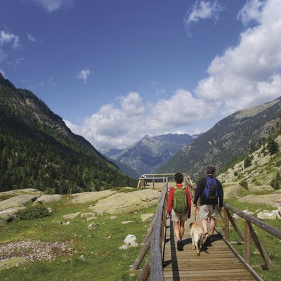 Excursionistes al Parc Nacional d'Aigüestortes i Estany de Sant Maurici