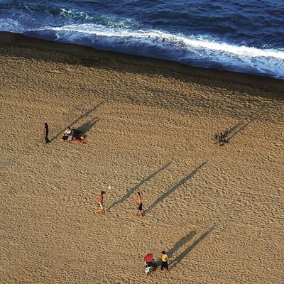 Atardecer en la playa de la Barceloneta (Lluís Carro)